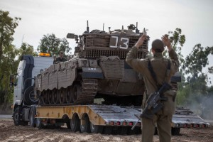 Israeli soldiers preparing their tanks along the Israel-Gaza border for a possible ground operation inside the Gaza Strip during Operation Pillar of Defense. (Uri Lenz/ Flash90/JTA)