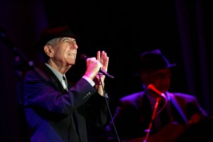 U.S. singer Leonard Cohen during a concert in Ramat Gan September 24, 2009. Photo by Marko / Flash90   *** Local Caption *** ìéàåðøã ëäï äåôòä øîú âï ÷äì äîåðéí æîø