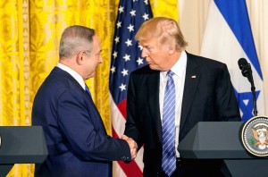 WASHINGTON, DC - FEBRUARY 15:  (CHINA OUT, SOUTH KOREA OUT) U.S. President Donald Trump (R) and Israel Prime Minister Benjamin Netanyahu (L) shake hands following a joint news conference at the East Room of the White House February 15, 2017 in Washington, DC. President Trump hosted Prime Minister Netanyahu for talks for the first time since Trump took office on January 20.  (Photo by The Asahi Shimbun via Getty Images)