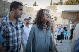 Steven Tyler, lead singer of rock band Aerosmith, at the Western Wall in Jerusalem's Old City, as the band makes a tour stop in Israel for a concert, on May 15, 2017. Photo by Rob Ghost/Flash90
